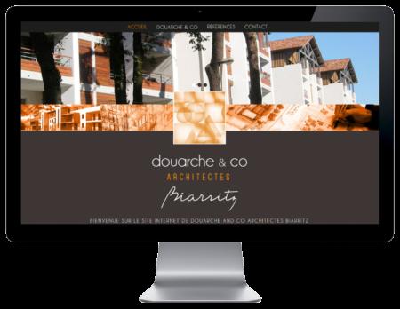 L'agence web REZO 21 Anglet réalise la création du site Internet du cabinet d'architectes Douarche & Co Biarritz, vue sur grand écran