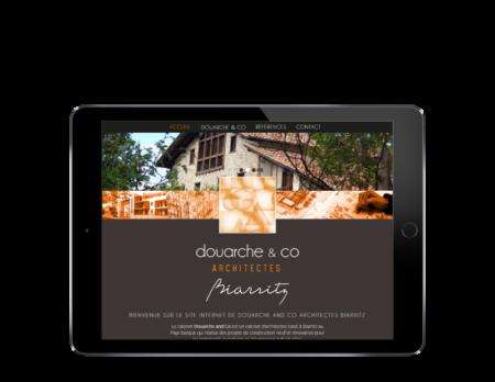 L'agence web REZO 21 Anglet réalise la création du site Internet du cabinet d'architectes Douarche & Co Biarritz, vue sur tablette
