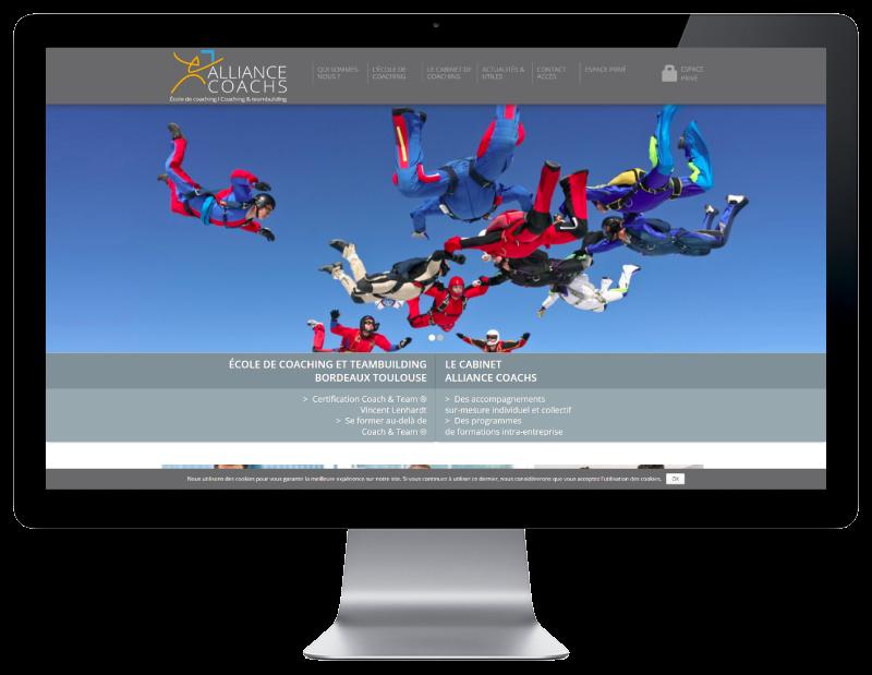 Alliance Coachs choisit l'agence web REZO 21 Anglet pour renouveler son site Internet, vue sur grand écran