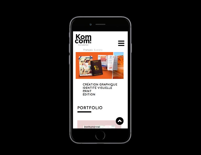 Le studio de création graphique Komcom fait développer son site Internet par l'agence web REZO 21 Anglet, site web sur mobile