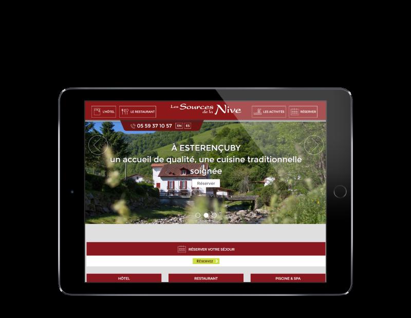 Site Internet de l'hôtel les sources de la nive au pays basque réalisé par l'agence web rezo 21 vue sur tablette