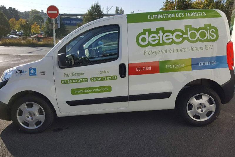 Habillage graphique d'un véhicule pour detec-bois
